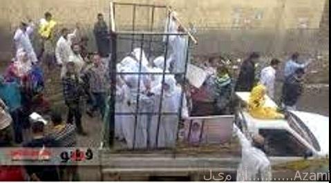 سبايا داعش، إيزيديات في قفص، إيزيديات.bmp