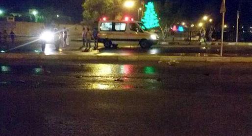 نقل المعتصمين الى المستشفى بعد ضربهم من قبل قوات مكافحة الشغب