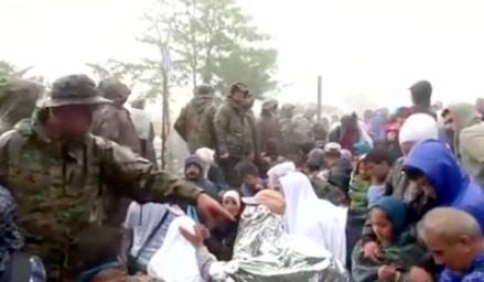 الشرطة المقدونية تضرب اللاجئين